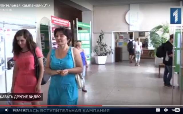 chastnoe-video-spyashuyu-devushku-v-rot-otimeli-porno-video-dlya