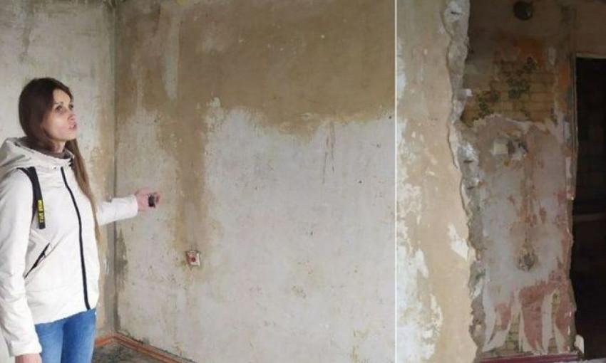 В Кропивницком вдове бойца АТО вручили квартиру, непригодную для проживания (ФОТО, ВИДЕО)