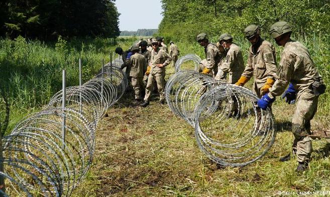 В Литве закончилась проволока для строительства стены на границе с Беларусью
